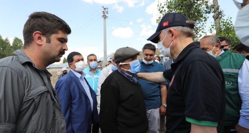 Bakan Yardımcısı Suver, Özalp'te selden etkilenen mahallelerde incelemelerde bulundu