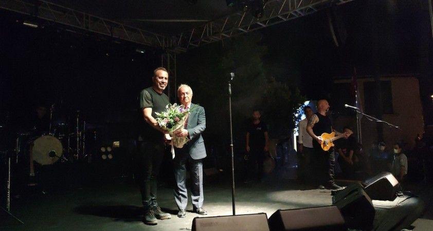 Haluk Levent Hatay'ın anavatana katılışının 82'nci yılı kutlamalarında sahne aldı