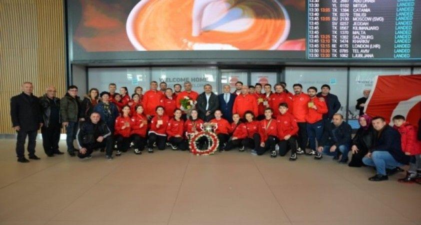 Hendekli Avrupa Şampiyonu Ateş'e havalimanında coşkulu karşılama