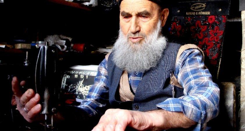 90 yaşındaki yastık ustası çok sevdiği mesleğine kavuştu