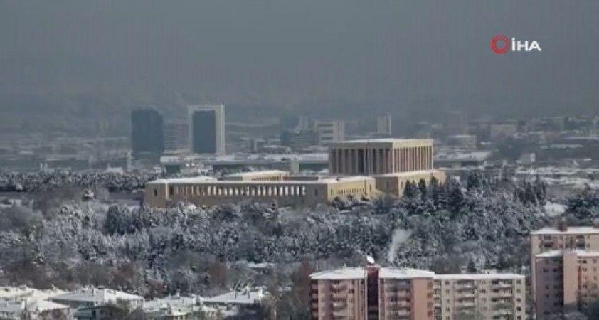 Milli Savunma Bakanlığı'ndan kar altındaki Anıtkabir paylaşımı