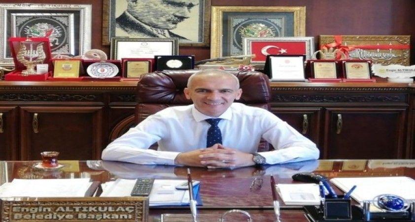 Başkan Altıkulaç'tan evlerinde kalanlara gezi sözü