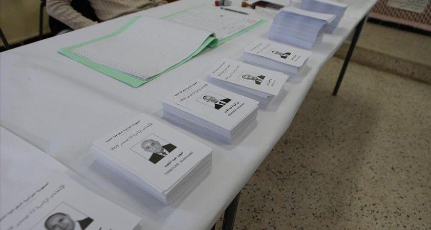 Cezayir'de yeni seçim yasası için cumhurbaşkanlığı 'açık aday listesi' teklifinde bulundu