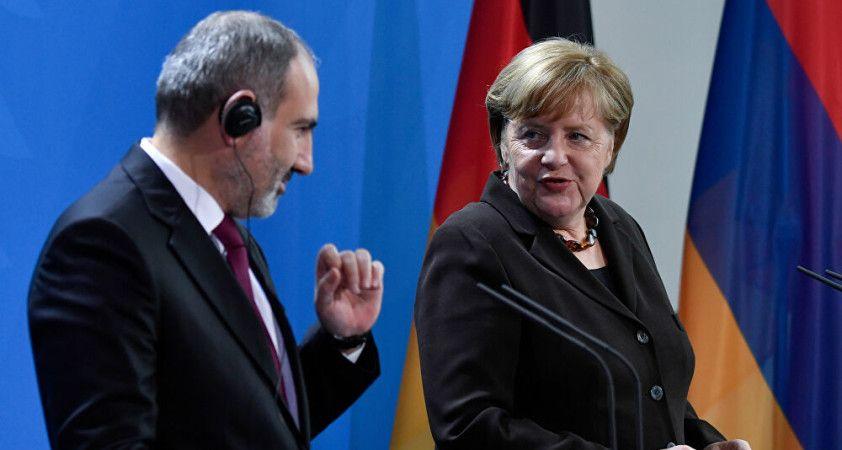 Paşinyan'dan Merkel'e: Türkiye'nin bölgedeki politikasına engel olun