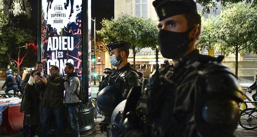 Fransa'da sokağa çıkma yasağı uygulanacak bölge sayısı 54'e yükseltildi