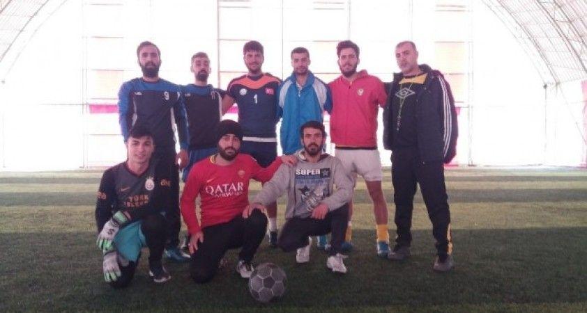 Dicle Gençlikspor futbol takımı topbaşı yaptı