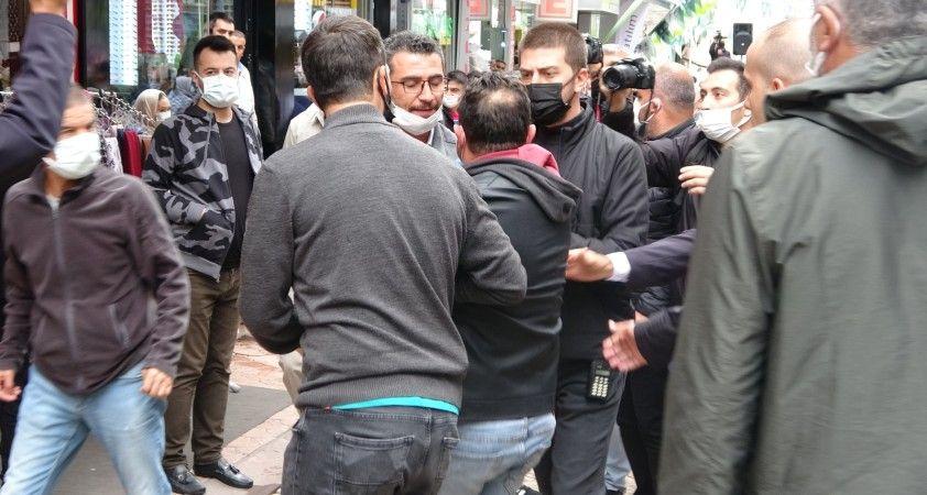 Davutoğlu'nun Sivas ziyaretinde arbede