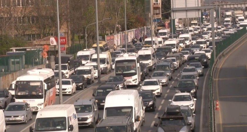 İstanbul trafiğinde yoğunluk, yüzde 63 seviyelerine yükseldi