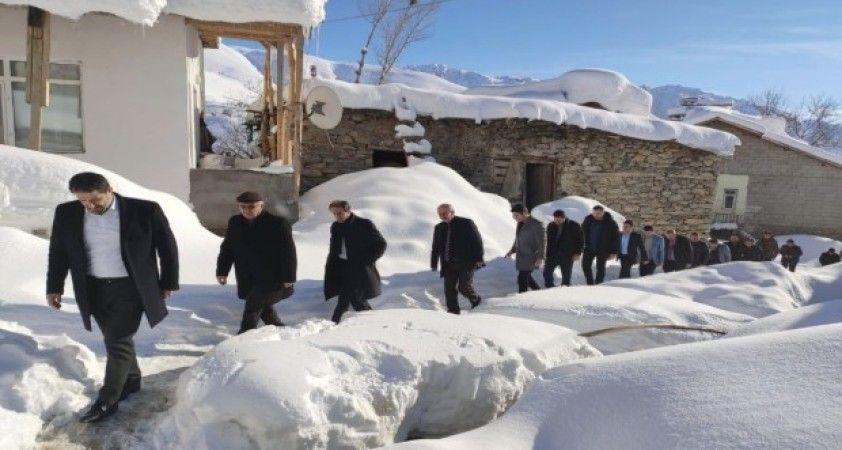 AK Parti heyetinden Durankaya ve Geçitli'ye çıkarma