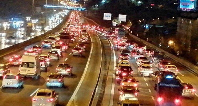 İstanbul'da kısıtlamaya dakikalar kala trafik yoğunluğu