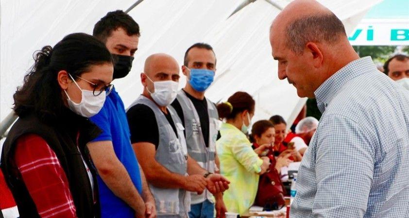 İçişleri Bakanı Süleyman Soylu Arhavi'de iş yerleri selden hasar gören esnafla bir araya geldi