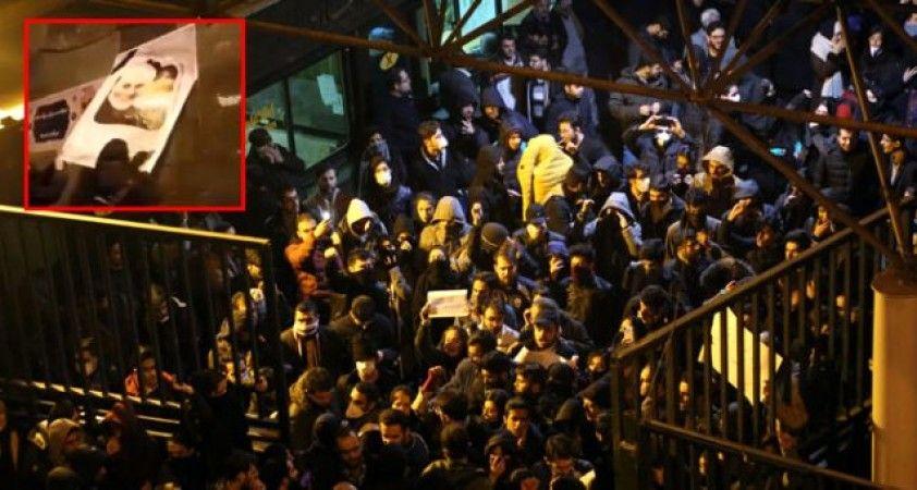 İran'da istifa sinyalleri, 'Ruhani istifa' diyerek Kasım Süleymani'nin posterlerini yırttılar