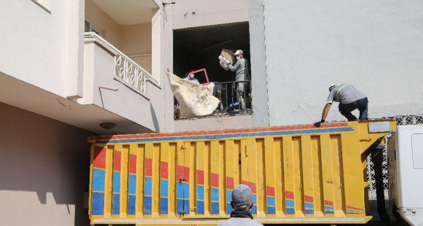 Boşalt boşalt bitmedi: Tam 11 kamyon çöp çıktı