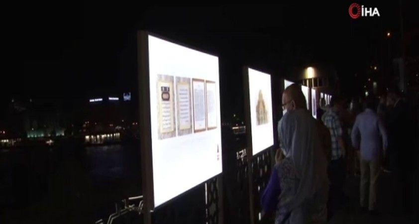 Tarihi Galata köprüsü üzerinde Ayasofya sergisi
