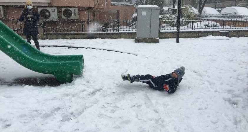 Beşiktaş'ta karın keyfini çocuklar çıkardı