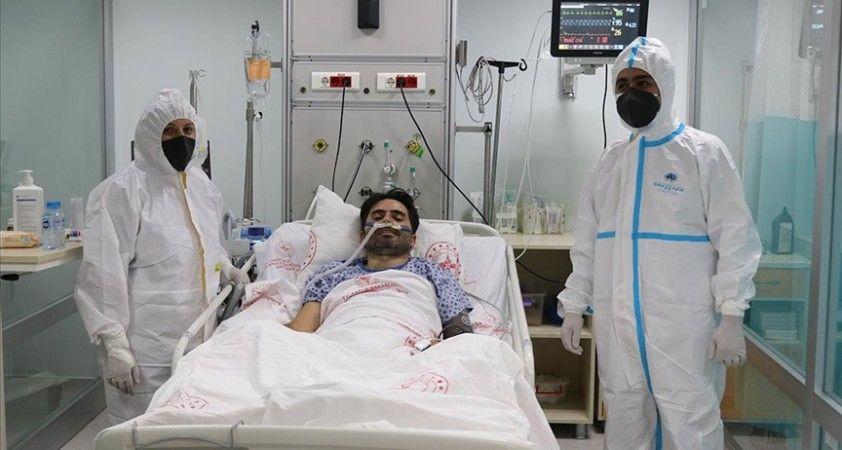 Tedavisi yoğun bakımda süren 40 yaşındaki Kovid-19 hastasından 'Aşı olun' çağrısı