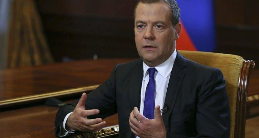 Medvedev: BM'nin rolünü zayıflatma girişimleri endişe verici