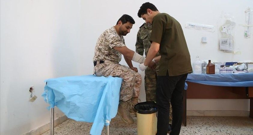 Libya'da cephe hattında hayat kurtaran sağlık çalışanları da Hafter'in hedefinde
