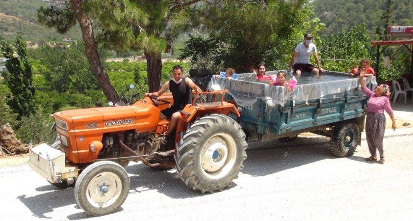 Korona traktör kasasını vatandaşa seyyar havuz yaptırdı