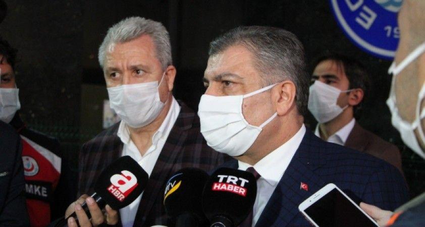 Bakan Koca: '218 kişi halen hastanelerimizde, 667 kişi taburcu oldu'