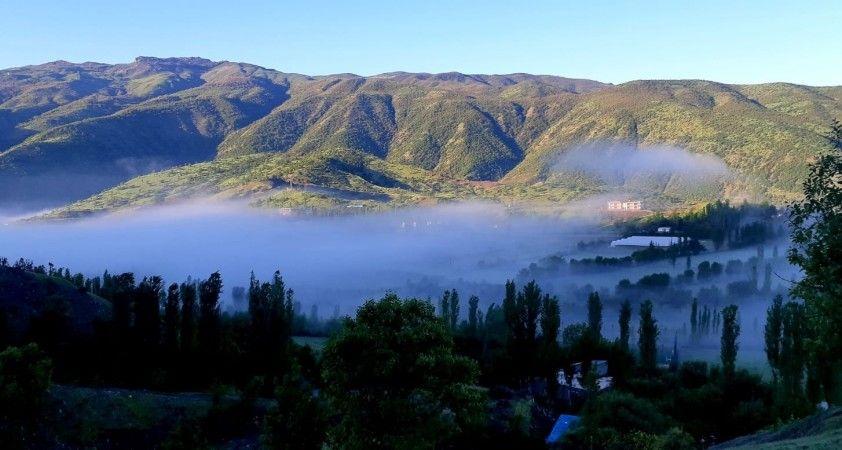 Sabahın erken saatlerinde oluşan sis kartpostallık manzaralar oluşturdu