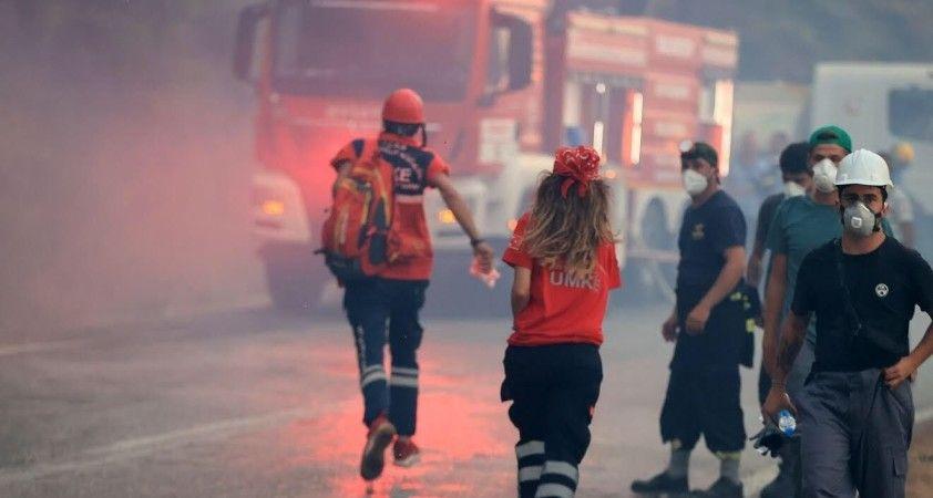 Bakan Koca, yangın alanındaki UMKE personelinin fotoğrafını paylaştı