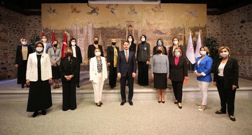 Bakan Albayrak, kadın örgütü temsilcileriyle buluştu