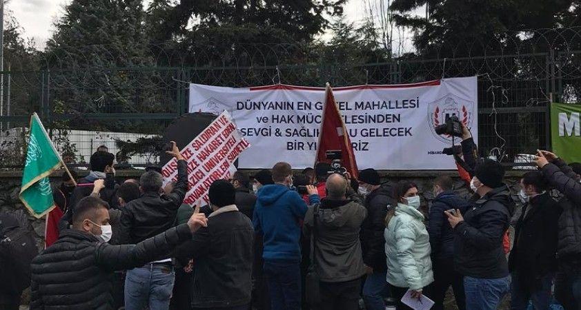 Boğaziçi Üniversitesi'ne çevre illerden gelen bir grup, Boğaziçili öğrencileri protesto etti