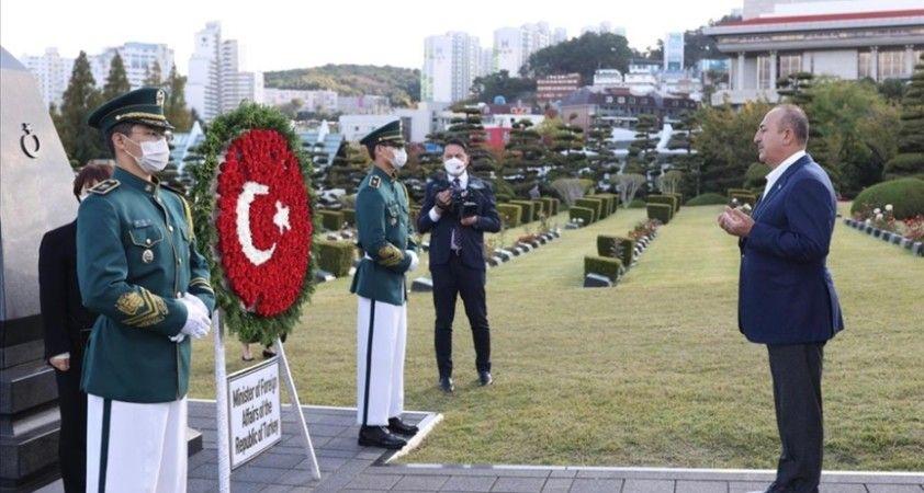 Dışişleri Bakanı Çavuşoğlu, Kore Savaşı şehitlerinin yattığı BM Anıt Mezarlığı'nı ziyaret etti