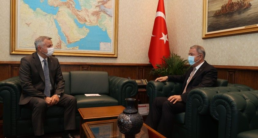 Milli Savunma Bakanı Hulusi Akar, Moldova Büyükelçisi Dmitri Croitor'u kabul etti.