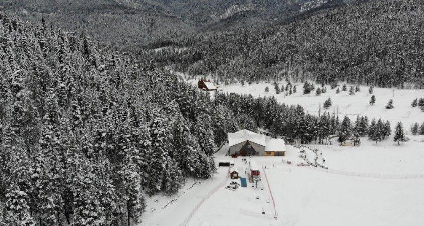 Anadolu'nun yüce dağı Ilgaz'da kar manzaraları