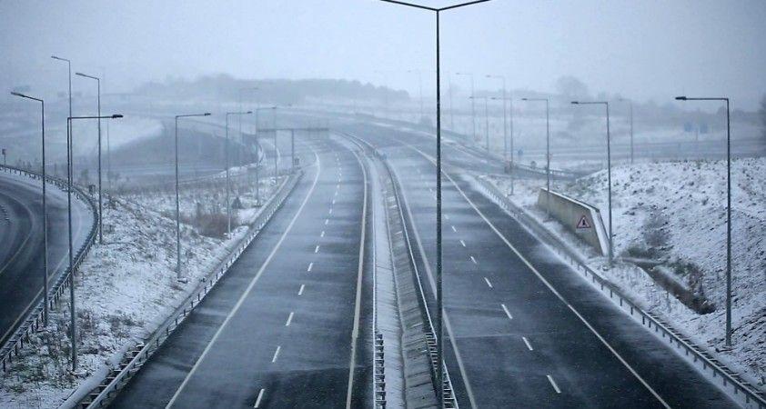 Kuzey Marmara Otoyolu Arnavutköy çıkışı beyaza büründü