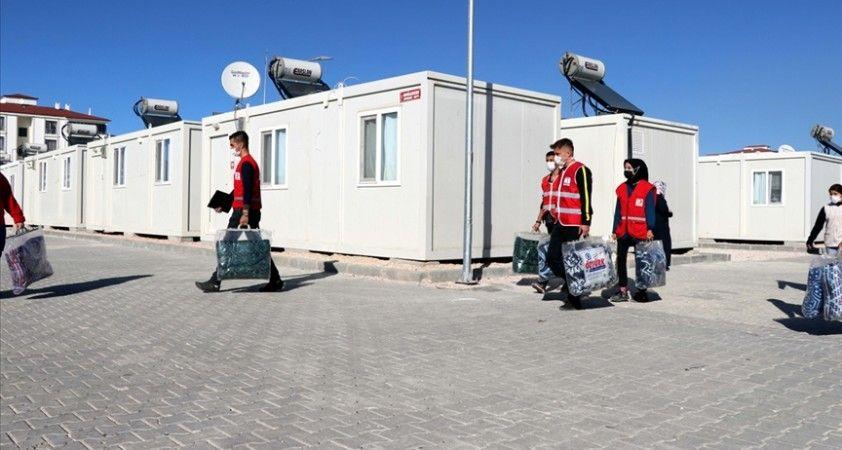 Elazığlı depremzedeler devletin şefkat eliyle yaralarını sardı